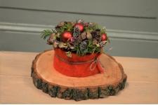 Mini kersttaartje op houten schijf rood