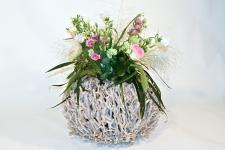 Windlicht / vaas van theehout met bloemdecoratie